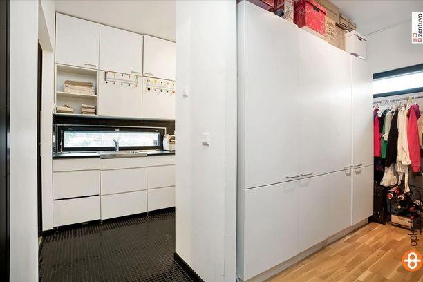Vaatehuollon kannalta ideaali ratkaisu on tämä: kodinhoitohuone ja pukeutumistila vierekkäin.