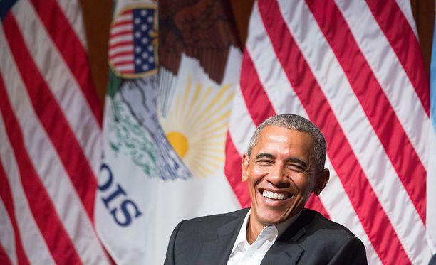 Obama on presidenttikautensa jälkeen lomaillut muun muassa Ranskan Polynesiassa kuukauden mediamoguli David Geffenin jahdilla. Hän on myös kerinnyt leijasurffailla Karibialla miljardööri Richard Bransonin kanssa.