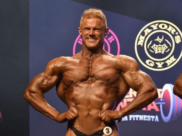Jukka Backlund saavutti viime viikonloppuna SM-pronssia yli viisikymppisten masters-sarjassa Helsingin Kulttuuritalolla.