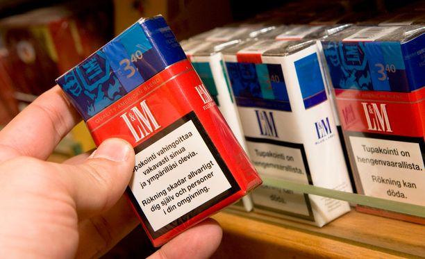 Tällaisia tupakka-askeja ei enää näe, koska kaikkiin askeihin tulee kuvallisia terveysvaroituksia.