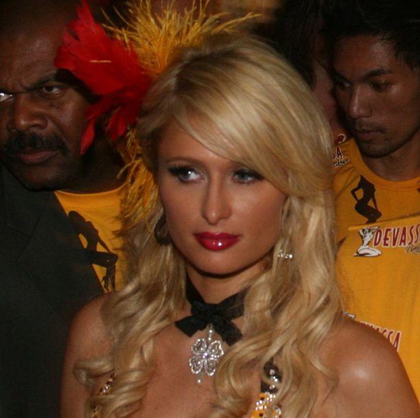 Paris Hilton oli asustautunut sambahenkisesti.