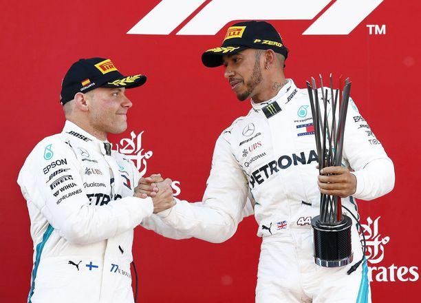 Valtteri Bottas ja Lewis Hamilton ovat nykäisseet Mercedeksen MM-sarjan kärkeen.