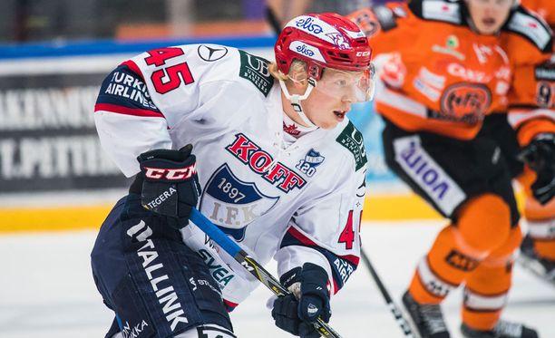 Micke-Max Åsten kunnostautui voittomaalin tekijänä.