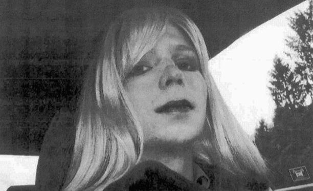 Yhdysvaltain armeija julkaisi kuvan Chelsea Manningista sukupuolenkorjausprosessin aikana.