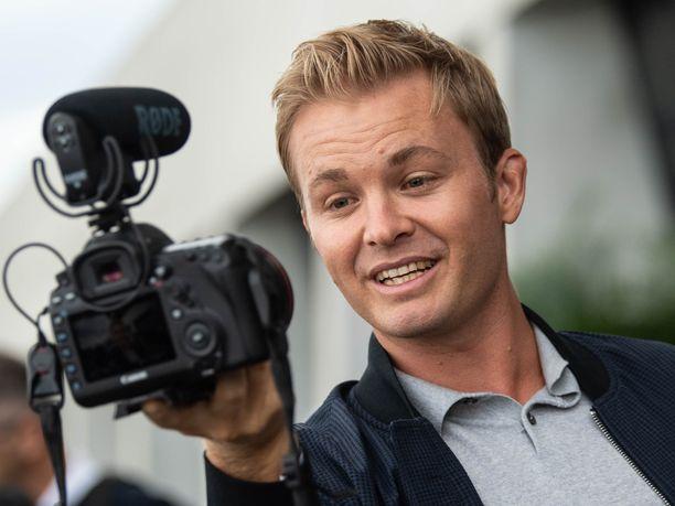 Nico Rosberg pyörittää omaa Youtube-kanavaansa sadoille tuhansille seuraajille.