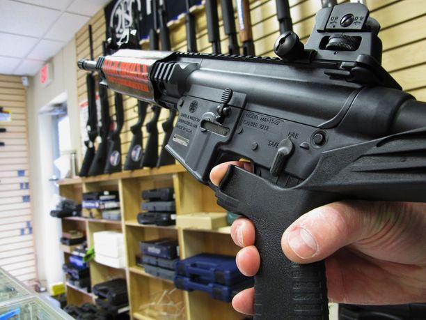 Las Vegasin ampujan kivääreistä 12:ssa oli kuvassa näkyvän kaltainen bump stock -perä, joka mahdollistaa automaattitulen puoliautomaattiaseella.
