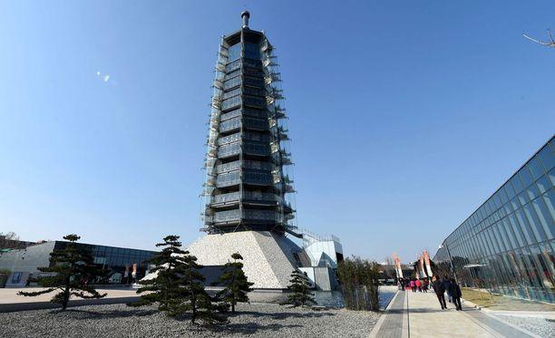Kiinan rikkain mies rahoitti uuden posliitornin rakentamisen.