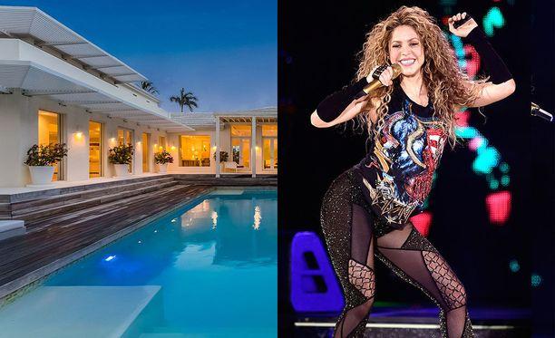 Shakira nousi megatähdeksi vuoden 2001 Whenever Wherever -kappaleen myötä.