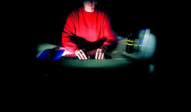 VÄÄRÄT TIEDOT Netin kautta uhreja etsivät esiintyvät yleensä tekaistuilla henkilötiedoilla. Kuva on lavastettu.