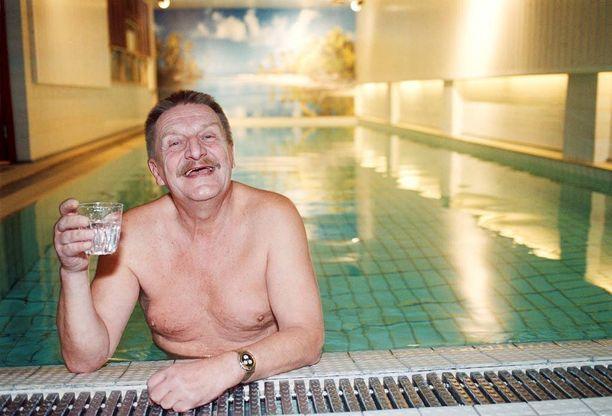 Kauppaneuvos Paukun legendaariseen saunaosastoon kuului myös mittava uima-allas.
