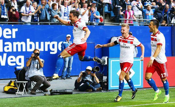 Nicolai Müller tuuletti villisti osumaansa hyppäämällä ilmaan...