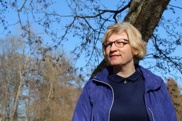 Sonja Vuorelalle on ollut tärkeää ymmärtää, että suru on osa häntä, eikä hänen tarvitse päästä siitä yli.