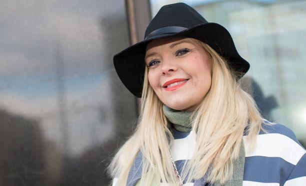 Anette Olzon kävi viime viikolla tapaamassa Ruotsissa perhettään ja nappaamassa itselleen kesätyön. Sunnuntain oopperajakso jäi hänen viimeisekseen Tähdet, tähdet -ohjelmassa.