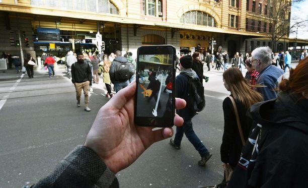 Pokémon GO:n pelaamista Australian Melbournessa.