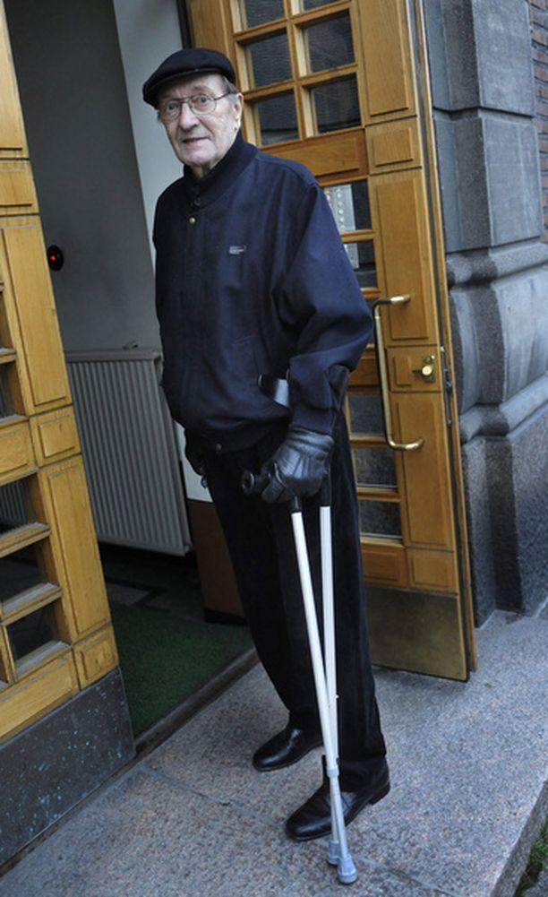 Harri Holkeri vietiin tapauksen jälkeen suoraan lonkkaleikkaukseen.<br>