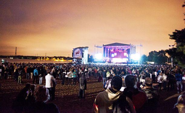 KOLEAA Yleisön takarivissä oli tilaa. Osa faneista olikin sitä mieltä, että tunnelmaltaan konsertti ei noussut lähellekään Rihannan edellistä vierailua.