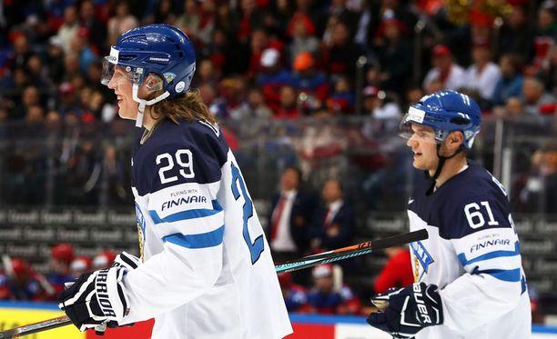 Patrik Laine ja Aleksander Barkov pelasivat yhdessä Leijonissa MM-kisoissa 2016.
