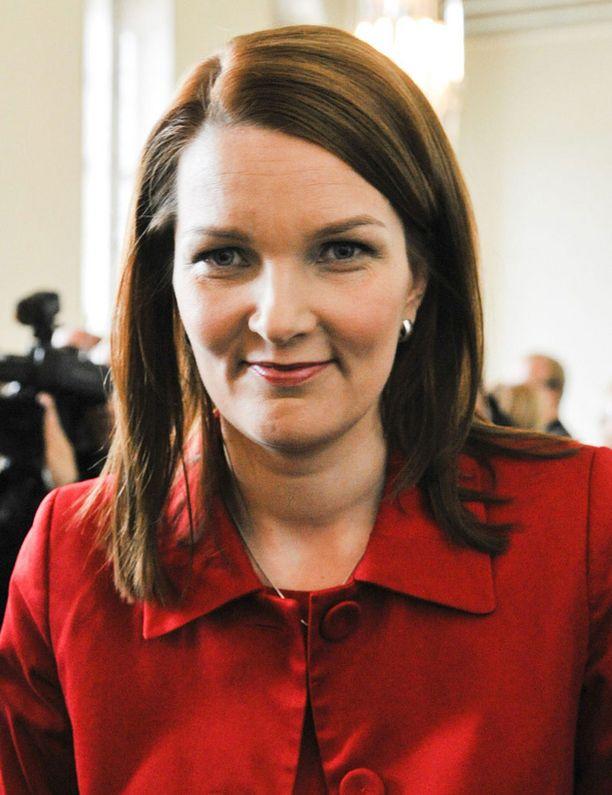 Pääministeri Mari Kiviniemen olisi syytä myöntää, että hänen edeltäjäänsä koskeva tutkinta liittyy myös keskustaan poliittisena liikkeenä.