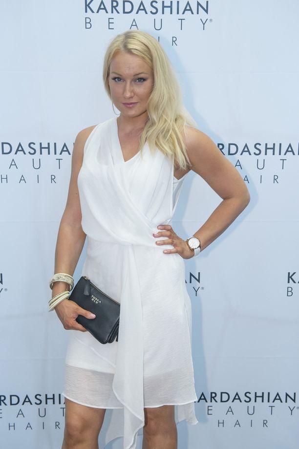 Kahden lapsen äiti Ninni Laaksonen sai torstaina vaihtelua lapsiperhearkeen, kun hän piipahti Kardashian Beauty Hair -hiustuotesarjan lanseeraustilaisuudessa.