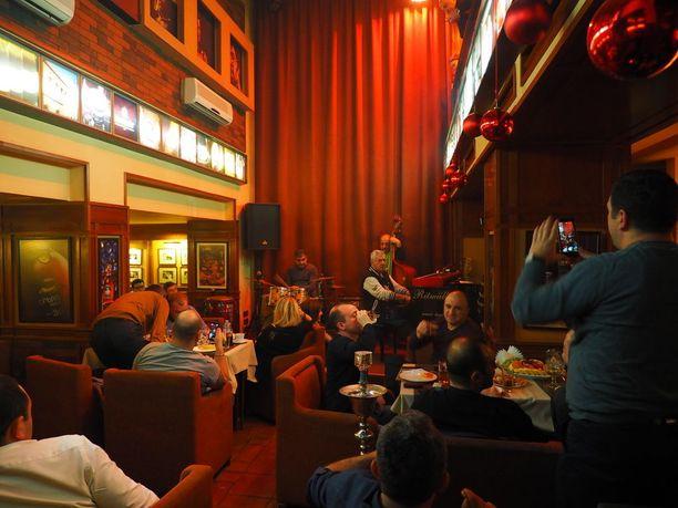 Malkhas on Jerevanin kuuluisin jazzklubi.