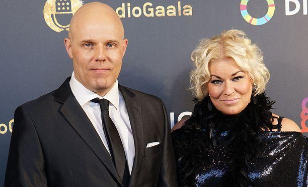 Aki Linnanahde ja Minna Kuukka juontavat yhdessä Radio Novan Aamuja.