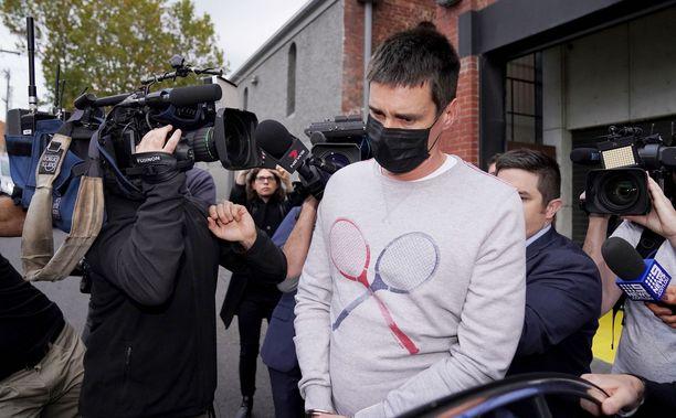 Pusey myönsi oikeudessa kuvanneensa kuolevaa naispoliisia.