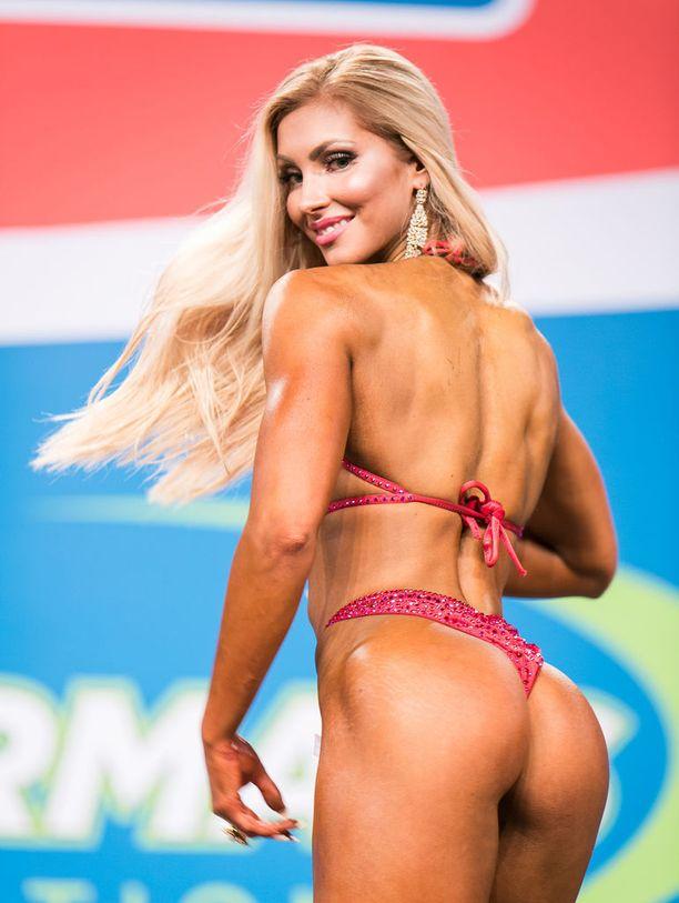 Melina Keltaniemi on Suomen kaikkien aikojen nuorin pro-kortin saanut bikini fitness -kilpailija.