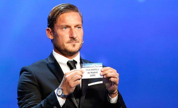 Francesco Totti veti Atletico Madridin nimen C-lohkoon.