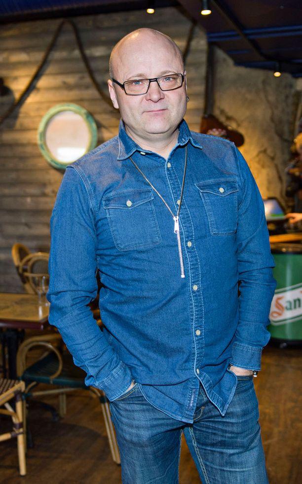 Tapio Suominen toimii Ylen tiimissä studioisäntänä ja selostaa myös matseja.