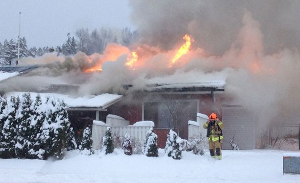 Hakajaakopinkujalla on syttynyt tulipalo rivitalossa.