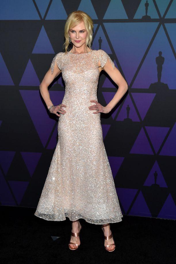 Nicole Kidmanin Rodarten iltapuku on kuin tähtitaivas.