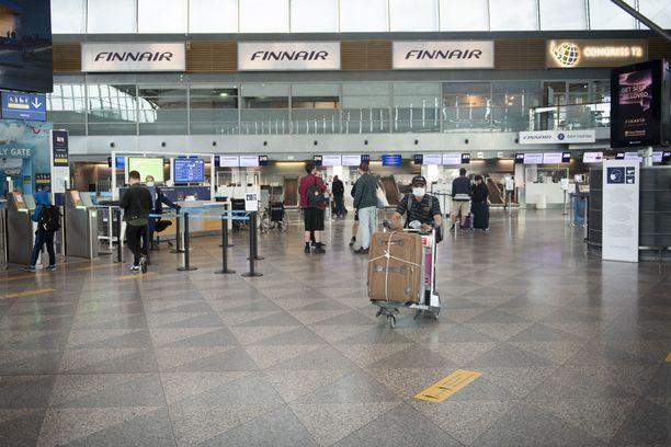 Hallitus haluaa helpottaa matkailua koskevia sääntöjä. Kuva otettu heinäkuussa Helsinki-Vantaan lentoasemalta.