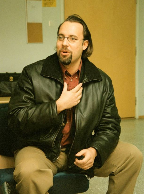 Kari Uoti juhli takavuosina railakkaasti Jari Sarasvuon kanssa. Kuva vuodelta 1998.