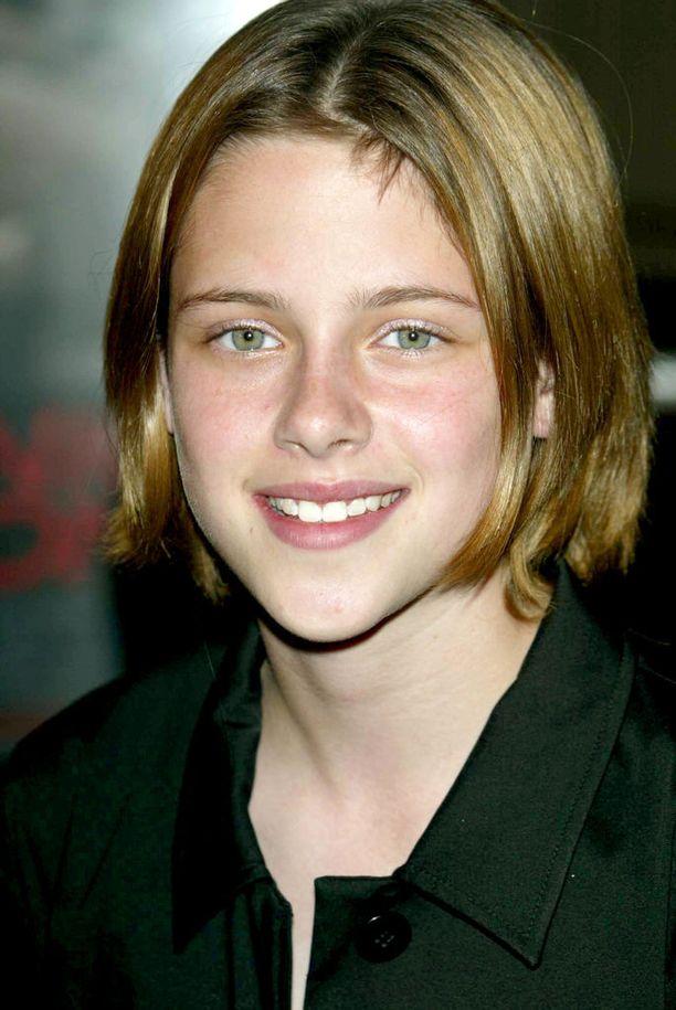 Teinivuosien kuva paljastaa, että Kristenin oma väri on tumman vaalea.