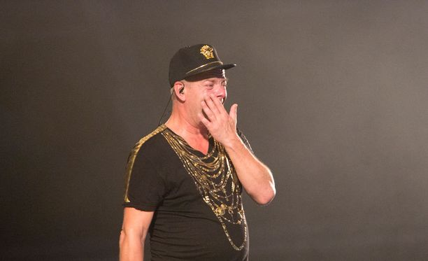 Jari Sillanpään huikea esiintyminen Himos juhannus -festivaaleilla sai miehen omatkin tunteet purkautumaan lavalla.
