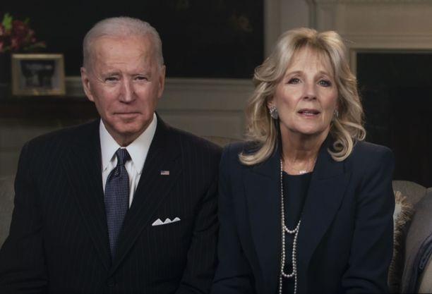 Joe ja JIll Biden ovat asettuneet Valkoiseen taloon.