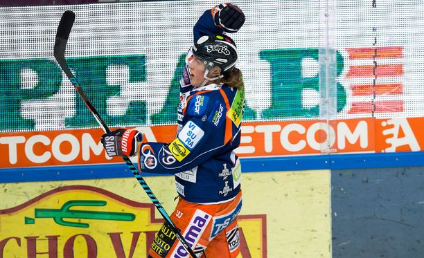 Patrik Laine valittiin SM-liigan pudotuspelien parhaaksi pelaajaksi.