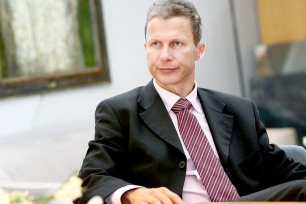 Attendon toimitusjohtaja Pertti Karjalainen on joutunut selittelemään konsernin virheitä hoivapalvelukohun myötä.
