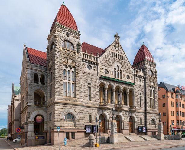 Suomen Kansallisteatteri on näyttävä rakennus. Teatteri valmistui vuonna 1902 ja on siitä asti ollut yksi Helsingin kulttuurikeskittymistä.