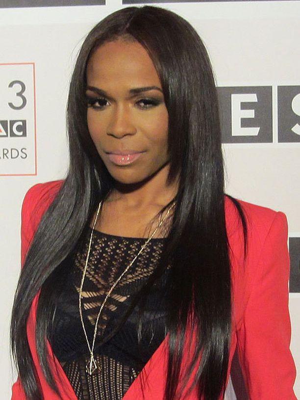 Näin rohkean tyylin Michelle valitsi punaiselle matolle.