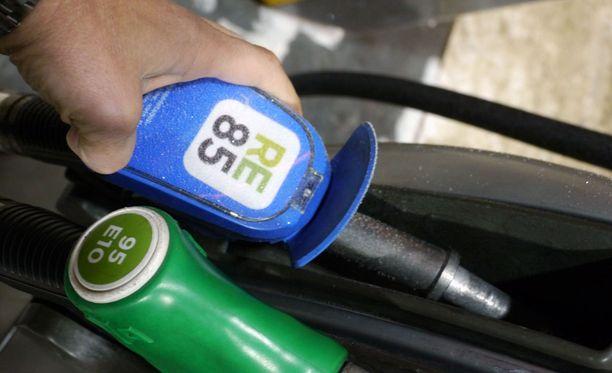 E85-etanolipolttoaine on halvempaa, mutta sitä kuluu enemmän.