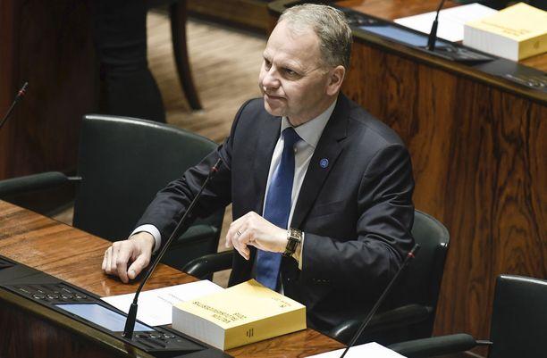 Maa- ja metsätalousministeri Jari Leppä ei puhu ranskaa.