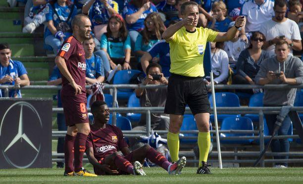 Ousmane Dembele loukkaantui kolmannessa ottelussaan Barcelonan paidassa.