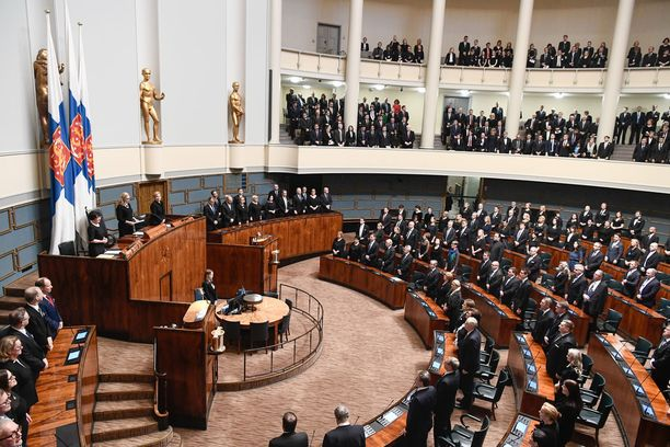 Eduskunnasta on pyytänyt vuosina 1980-2017 eroa 62 kansanedustajaa.