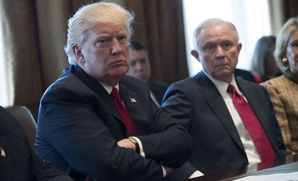 George Papadapoulosin mukaan Donald Trump ja Jeff Sessions hyväksyivät hänen ehdotuksensa järjestää tapaaminen Venäjän presidentti Vladimir Putinin kanssa.