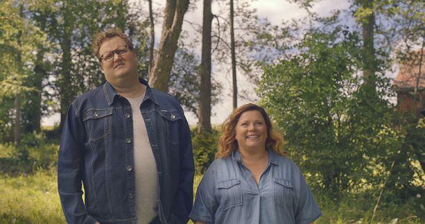 Jalmari (Sami Hedberg) ja Maija (Kiti Kokkonen).