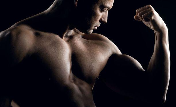 Jotkut voimalajien harrastajat käyttävät anabolisia steroideja lihasmassan kasvattamiseen.