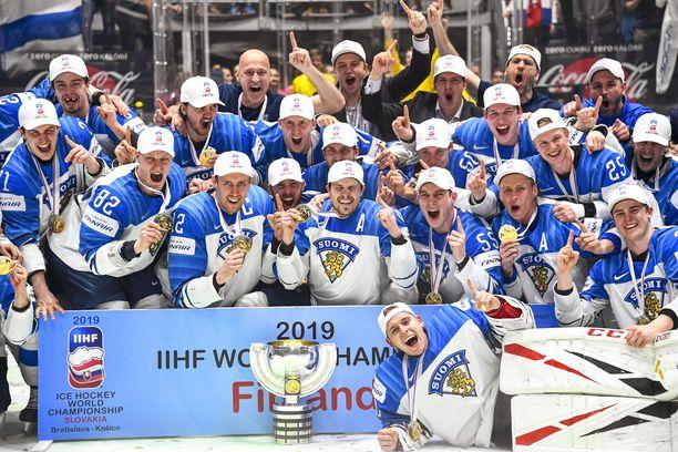 Finaali huipentui Suomen riemukkaaseen kultapotrettiin, kun Kanada oli kaatunut 3–1. MM-kulta oli Leijonien historian kolmas.
