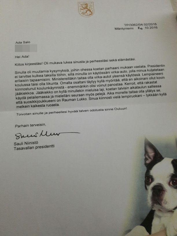Presidentti Sauli Niinistö oli liittänyt kirjeeseensä myös kuvan Lennu-koirastaan.
