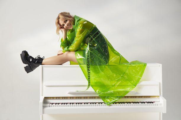 Laulaja Iltan mukaan naiseus ei tarkoita vain yhtä muottia.